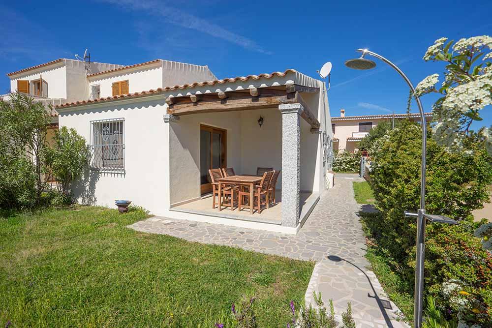 Ferienhaus bungalow und fewo details haus am budoni for Haus sardinien
