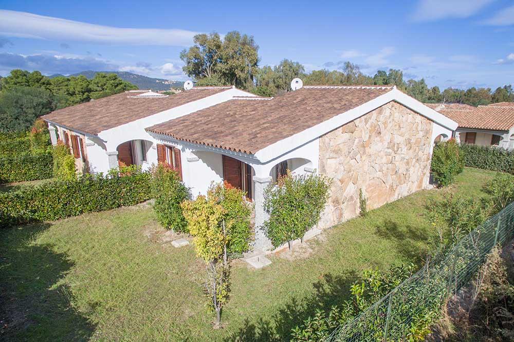 Ferienhaus bungalow und fewo details villetta in for Sardinien haus mieten