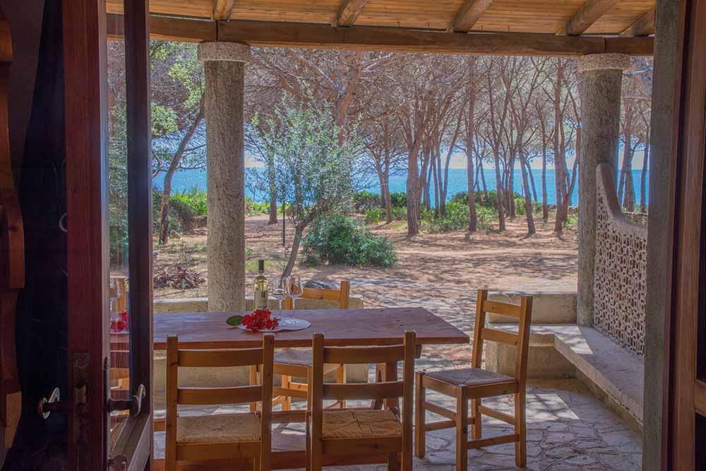 ferienhaus bungalow und fewo details bungalow direkt am strand und im wald sardafit. Black Bedroom Furniture Sets. Home Design Ideas