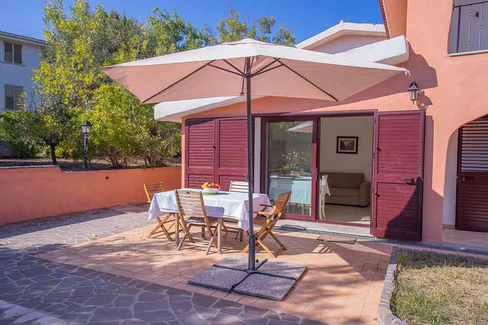 ferienhaus bungalow und fewo details haus an den d nen sardafit ferienh user auf sardinien. Black Bedroom Furniture Sets. Home Design Ideas
